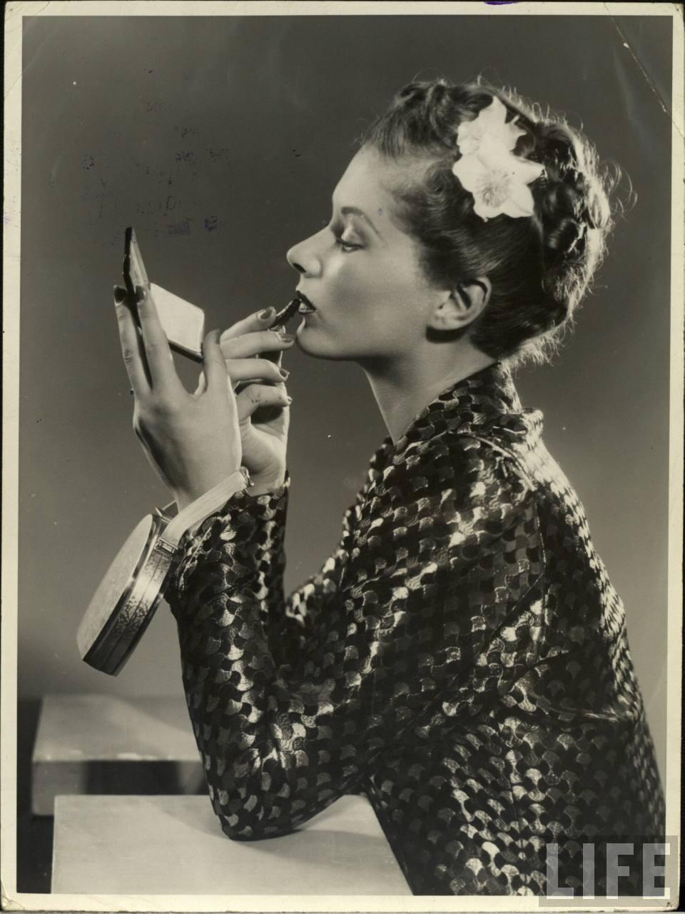 Lipstick-1940s Ad