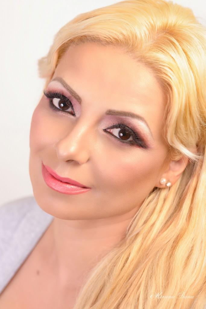 Eyeliner lung negru si culori mate si sidefate roz si piersica