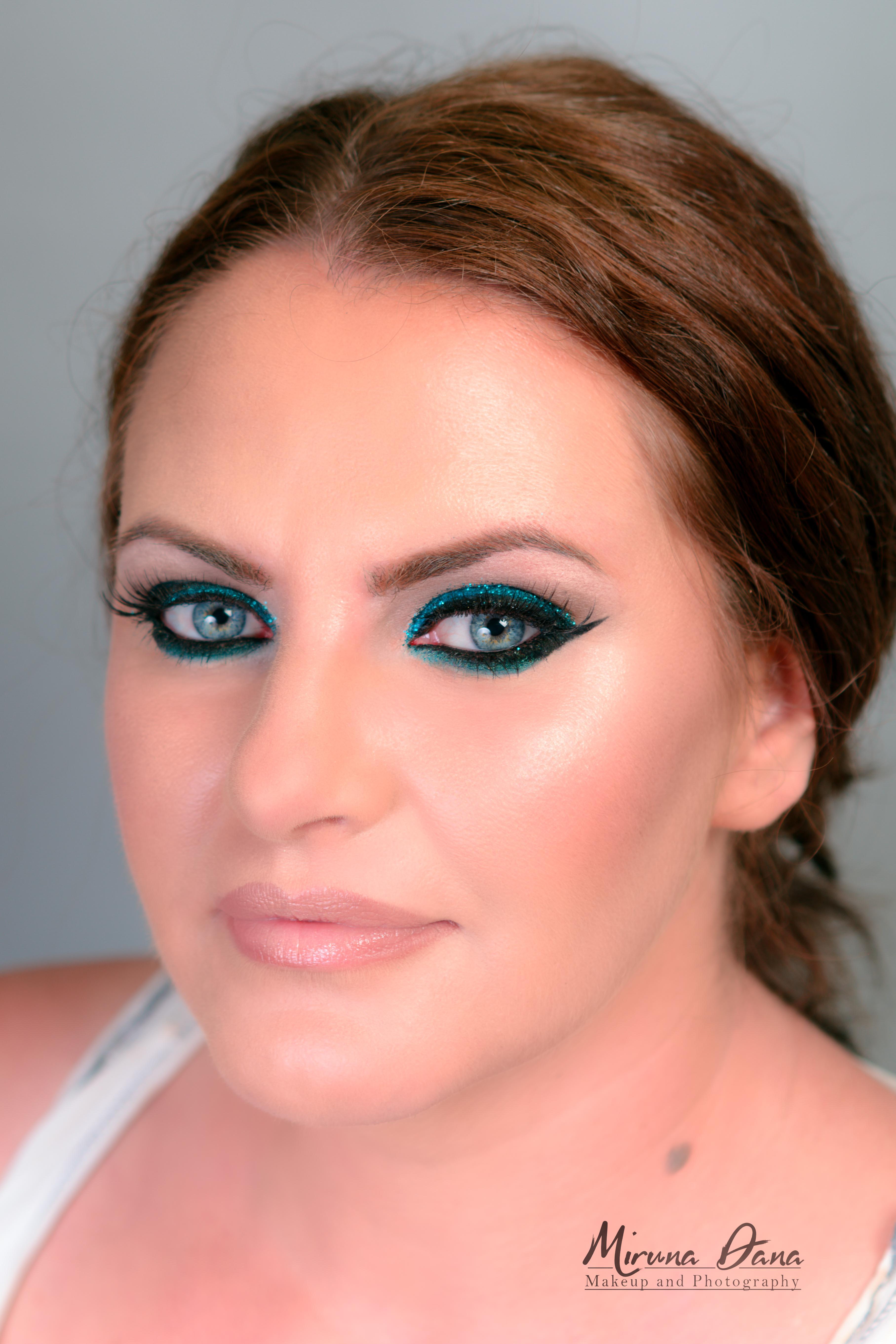 machiaj cu glittere turquoise
